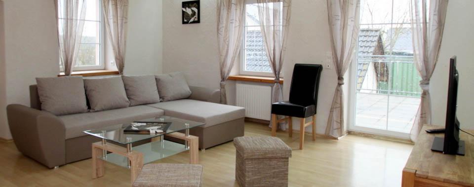 Unser großes Wohnzimmer bietet Unterhaltungsmöglichkeiten für große und kleine Gruppen